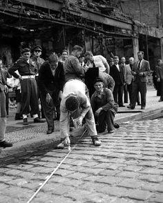 The_Line_between_East_and_West. Berlin, Kreuzberg,1945.
