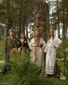 Slavs with Idol Viking Character, Witch Cottage, Pagan Gods, Viking Culture, Russian Culture, Russian Folk, Russian Style, World Religions, Medieval Fashion