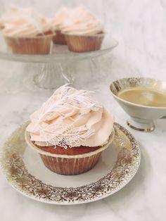 Cupcake Love • Edible Lace • Feather • Boho Cupcake Edible Lace, Panna Cotta, Cupcake, Feather, Cakes, Boho, Ethnic Recipes, Creative Cakes, Dulce De Leche