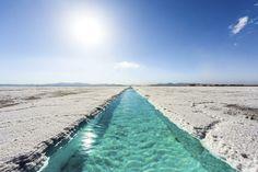 """""""ウユニ塩湖""""に並ぶ絶景「サリーナス・グランデス(Salinas Grandes)」。行くなら知名度が上がりきる前の今がチャンス。"""