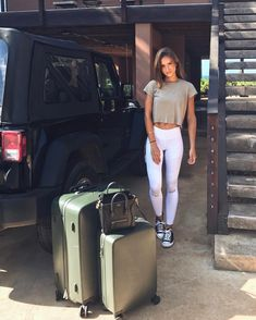 "59.2 mil Me gusta, 382 comentarios - Helen Owen (@helenowen) en Instagram: ""Goodbyes are hard but on the bright side my luggage literally weighs itself (check out @raden…"""