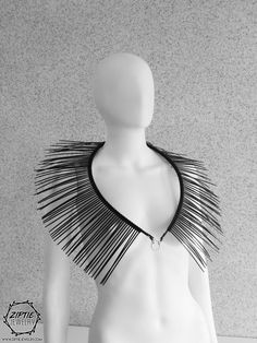 Shoulder Jewelry, Shoulder Necklace, Black Necklace, Diy Necklace, Recycled Fashion, Halloween Disfraces, Bijoux Diy, Halloween Kostüm, Up Girl
