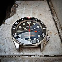 Seiko modded by Amazing Watches, Beautiful Watches, Cool Watches, Seiko Skx007 Mod, Seiko Mod, Mens Designer Watches, Luxury Watches For Men, Nato Armband, Seiko Diver