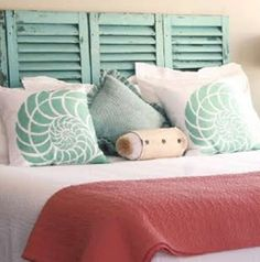One of the easiest DIY headboard ideas I've come across are shutters. You simply lean them against the wall. No measuring, no drilling holes idée tête de lit DIY-MAISON et idée lampe Diy Home Decor Bedroom For Teens, Bedroom Themes, Home Bedroom, Bedroom Decor, Bedroom Ideas, Bedroom Colors, Girls Bedroom, Wall Decor, Ocean Bedroom