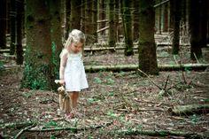https://www.facebook.com/photo.php?fbid=578209008964416 Meisje in het bos...