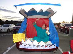 Jonah and the Whale, Trunk or Treat Idea. Ladies Bible Study should get together and do this for Trunk or Treat! Great for the trunk or treat at church! Holidays Halloween, Halloween Treats, Halloween Fun, Trunk Or Treat, Jonah And The Whale, Fall Carnival, Harvest Party, Little Monkeys, Holiday Fun
