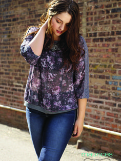 Plus floral pullover paired with jeggings. Perfect fall look.