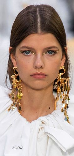 Makeup Trends, Beauty Trends, Valentino, Fashion Accessories, Fashion Jewelry, Statement Jewelry, Artisan Jewelry, Glamour, Design Trends