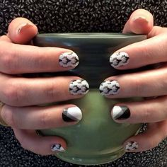 Ooh I'm loving Oh Deer and Black & White Quad Jamberry wraps together! Such a fun black and white manicure!