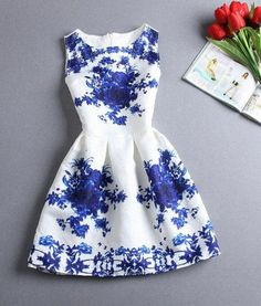 robes bleu marine, jolie robe courte, robe de soiree blanc-bleue