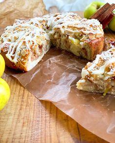 """Mattias Celinder on Instagram: """"Äppeltider så nu får det bli en butterkaka fylld med äpplen och kanel. Och så riktigt god vaniljkräm, mandelspån och glasyr.…"""" Muffin, Breakfast, Instagram, Food, Morning Coffee, Muffins, Meals, Cupcakes, Yemek"""