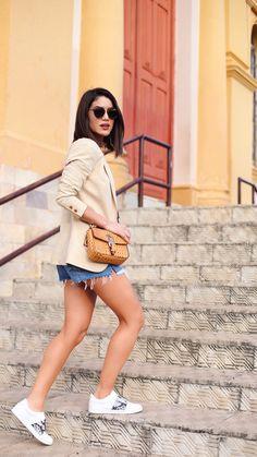 looks relax que usei em minas camila coelho Brown blazer, denim shorts