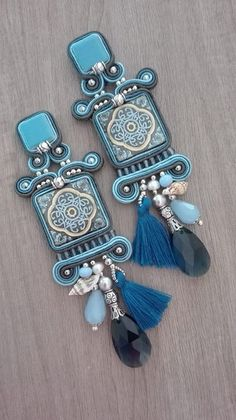 Adel's Laboratory Feather Jewelry, Beaded Jewelry, Earrings Handmade, Handmade Jewelry, Soutache Tutorial, Shibori, Soutache Necklace, Earring Trends, Blue Christmas