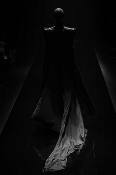 Noir Ebene, All Black Everything, Fashion Night, Dark Fashion, Dark Beauty, Shades Of Black, Black Magic, Back To Black, Look Cool