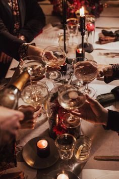 32 Chicago Holiday Party Venues Your Team Will Love – corporate party Orange Party, Wine Parties, Holiday Parties, Mets Vins, Wine Photography, Party Venues, Christmas Aesthetic, New Years Eve, A Table