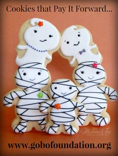 Adorable mummy and ghost sugar cookies!