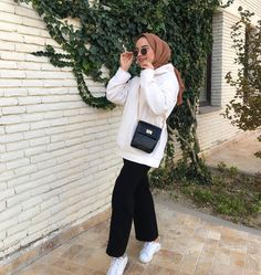 Street Hijab Fashion, Muslim Fashion, Modest Fashion, Trendy Fashion, Girl Fashion, Fashion Outfits, Hijab Casual, Stylish Hijab, Hijab Chic