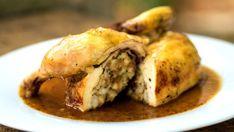 Pečené kuře s nádivkou                  Nadýchaná nádivka do sebe při pečení natáhne šťávu z kuřete, což z ní vykouzlí dokonalou lahůdku. Poultry, Toast, Turkey, Menu, Chicken, Food, Russian Recipes, Polish, Recipes