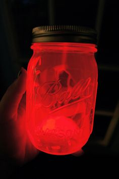 Break glow sticks open, pour them into the jars, close the lid, and shake the jar!