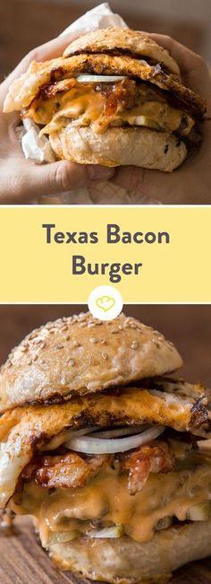 "Texas Bacon Burger - This ""breakfast classic"" laughed at me in various . - Texas Bacon Burger – This ""breakfast classic"" laughed at me from various breakfast restaurants in - Breakfast Desayunos, Breakfast Recipes, Comida Tex Mex, Beef Recipes, Cooking Recipes, Burger Co, Beste Burger, Breakfast Restaurants, Lard"