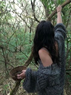 Nature Aesthetic, Forest Fairy, Foto Pose, Poses, Looks Cool, Swagg, Aesthetic Pictures, Alter, Aesthetic Clothes