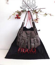 52c0b9dbb0 Articles similaires à Hugo Boss Sac en cuir Hugo boss Cuir marron Hugo Boss  bag Brown leather bag-gift sur Etsy