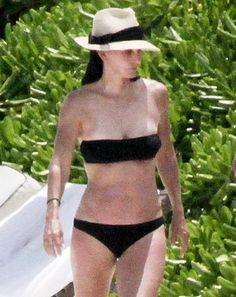 Courteney Cox, showed off her fit, sexy bikini body while vacationing in Mexico with her daughter, Coco, and boyfriend Brian Van Holt Bikini Babes, Bikini Swimwear, Sexy Bikini, Bikinis, Celebrity Bikini Bodies, Facial Aesthetics, Courtney Cox, Boyfriend, Bikini