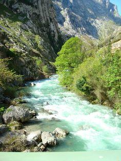 Ruta del Cares, Paseo, agua y montaña.