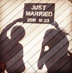 * * * このアイディア、とっても面白い * * 影を利用したウェディングフォト⭐️✨ * * * こちらのお写真は #プレ花嫁 @koro_wedding2016 さんからリグラムさせて頂きました✨ * * #ウェディングニュース の タグにお写真を投稿してくださり、ありがとうございました✨(タグの詳細は⬇︎をチェック) * * * #キャンプ で #前撮り ⛺️ という、これまた面白いアイディアを考えついたkoro_wedding2016さん * * こちらのボートは、 #ダイソー のコルク&発砲スチロールボードをカッターで切り抜き✂️したのだそう❣ * * キャンプの出発数時間前に仕上げたそうです✨ 切り抜きがちょっと難しかったみたいですが、とーっても素敵なお写真に仕上がってるので真似したくなっちゃいますね * * * そして、こちらのお写真を撮影された時のエピソードがすごく面白いんです❗️笑 * 是非 koro_wedding2016さんのページで読んでみてくださいね * * * * ……………………………………………… #ウェデ...