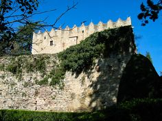 One of Catalonia's hidden gems, Montesquiu Castle is a remnant of life in the region. Mount Rushmore, Attraction, Fun Facts, Places To Go, Barcelona, Castle, Gems, Explore, Mountains