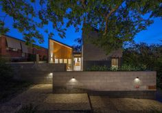 Residential Architecture – Houses (New) Malcolm Moir and Heather Sutherland Award – King House by Cox Architecture. Photo by Ben Wrigley.