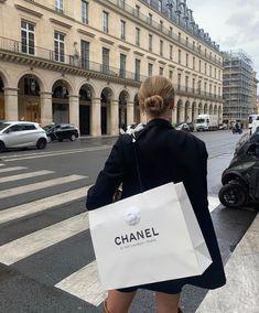 Monday's in Paris . Elizabeth Banks, Sarah Hyland, Alexandre Vauthier, Marie Von Behrens, Victoria Beckham, Foto Real, Luxe Life, Rich Kids, My Vibe