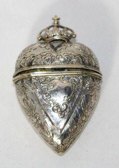 SILVER-ETUI-Case-HEART-form-CROWN-surmount-3-tools-c1800-Original-ANTIQUE