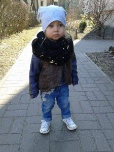 Futrzana kamizelka baby birl, beanie, benetton, black, casual, converse, george, girl, h&m, handmade, leather jacket, sneakers, spring, stars, trousers, vests, walk, white
