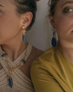 Pendientes largos, pendientes azules, pendientes grandes, pendientes oro, pendientes boda, pendientes elegantes, pendientes piedras. Cuarzo azul. Collar piedras, piedras semipreciosas, collar oro. Joyas Creativas. Joyas Coolook.