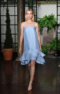 Oscar de la Renta Resort 2019- ElleSpain Women's Runway Fashion, Couture Fashion, Fashion Show, Elegant Dresses For Women, Beautiful Dresses, High Fashion Dresses, Fashion Outfits, Resort Casual Wear, Urban Fashion