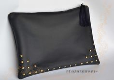 Nice idea for bling Leather Pouch, Leather Purses, Leather Handbags, Pinterest Design, Embroidery Bags, Diy Bags, Cute Bags, Small Bags, Leather Craft
