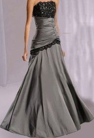 if i were to choose between a gray and white wedding gown, i'd choose this one...very beautiful.