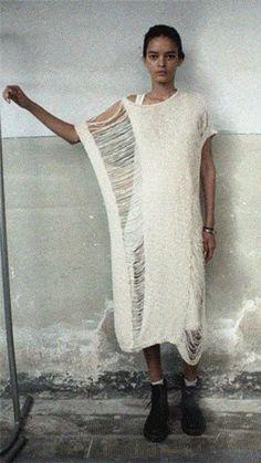 Love this white knitted dress. It's perfectly destroyed. - Lurdes Bergada (S/S Drop Stitch Knit Dress Knitwear Fashion, Knit Fashion, Look Fashion, Womens Fashion, Fashion Design, Fashion Trends, Teen Fashion, Fashion Ideas, Estilo Hippy