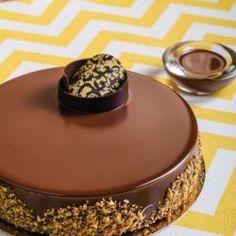 Bolo de Gelato de Chocolate e Pistache // Fuel your passion with more recipes at www.pregelrecipes.com