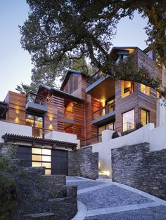 The Hillside House. LEED Platinum-certified masterpiece in Northern California http://www.organicspamagazine.com/2011/09/the-hillside-house/