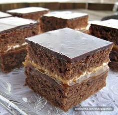 Jednostavan i iznenađujuće ukusan kolač, sa neobičnim nadevom koji mu daje svežinu...