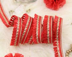 Oro pesante perlina frangia trim per Haute Couture handmade Beaded Trim, Beaded Lace, Lace Trim, Beaded Jewelry, Red Olive, Bridal Sash, Pearl Beads, Rosettes, Bridal Accessories