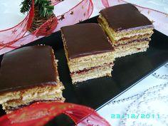 Foi cu miere de albină şi cremă de vanilie Romanian Desserts, Romanian Food, Cake Recipes, Dessert Recipes, Food Cakes, Tiramisu, Sweet Treats, Ethnic Recipes, Sweets