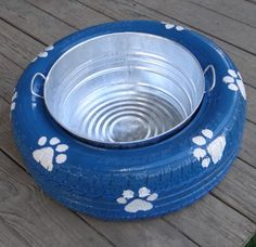 Our present this year is a dual gift both for us and our dogs as we've decided to make a cute recycled tire spill proof dog bowl. Dog Water Bowls, Dog Bowls, Reuse Old Tires, Recycled Tires, Reuse Recycle, Recycled Crafts, Diy Dog Kennel, Dog Kennels, Outdoor Dog Kennel