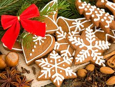 Crispy cinnamon cookies for Santa Claus. Christmas, Easter, Valentine's Day and many other holidays Wallpapers Christmas Apps, Merry Christmas Friends, Christmas Ideas, Christmas Decorations, Christmas Gingerbread, Gingerbread Cookies, Christmas Wallpaper Android, Cinnamon Cookies, Cookie Icing