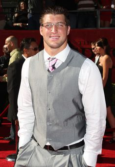 Tim Tebow Photos - Football player Tim Tebow arrives at the 2009 ESPY Awards held at Nokia Theatre LA Live on July 2009 in Los Angeles, California. The annual ESPYs will air on Sunday, July 19 at ET on ESPN. Espy Awards, Tim Tebow, Espn, Football Players, My Boys, Athlete, Eye Candy, Girly, Entertainment