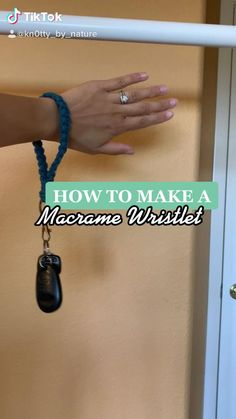 Macrame Bracelet Diy, Macrame Knots, Macrame Jewelry, Macrame Design, Macrame Art, Macrame Projects, Diy Keychain, Keychains, Rope Crafts