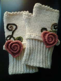 Ravelry: miatare's hearts n roses. Love all the added details!