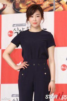 Let's Eat 2 Seo Hyun Jin Korean Actresses, Korean Actors, Seo Hyun Jin, Korean Eye Makeup, Korean Celebrities, Beautiful Asian Women, Office Outfits, Korean Beauty, Asian Woman